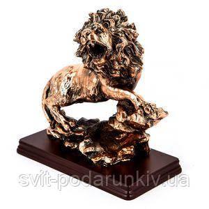 Фигурка льва на подставке - фото