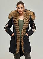 Парка с мехом женская удлиненная зимняя куртка теплая с вышивкой (енот)