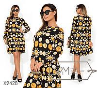 Платье-мини с ярким принтом из ткани микро-масло длинными шифоновыми рукавами-фонарик, горловиной на ...