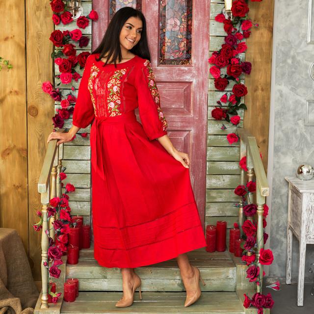 Женское льняное платье с вышивкой Роксолана красное