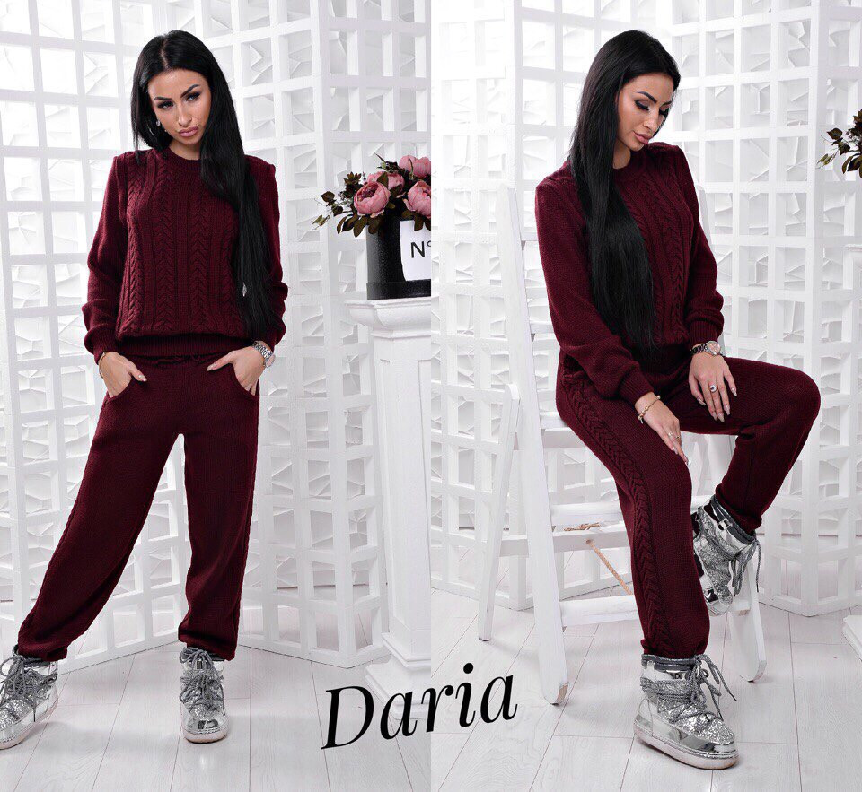 Теплый вязаный бордовый костюм Daria