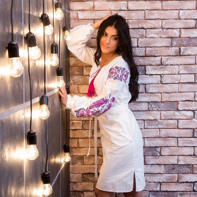 Белое платье с пурпурной вышивкой Жар Птица