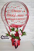 Букет в коробочке с цветами и Шар Баблс с индивидуальной надписью и перьями