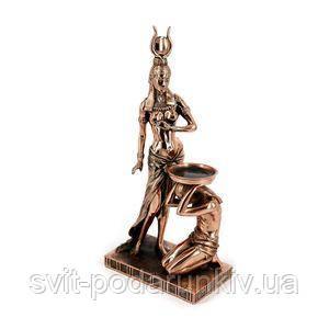 Египетская статуэтка богини - фото