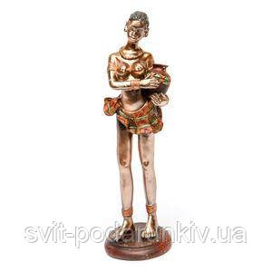 Африканская статуэтка женщины с кувшином - фото