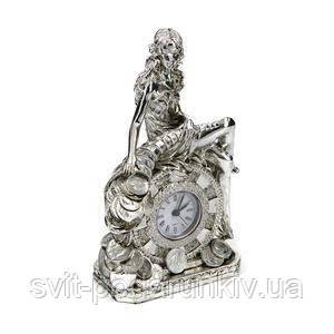 Настольные часы в виде фигурки богини удачи - фото