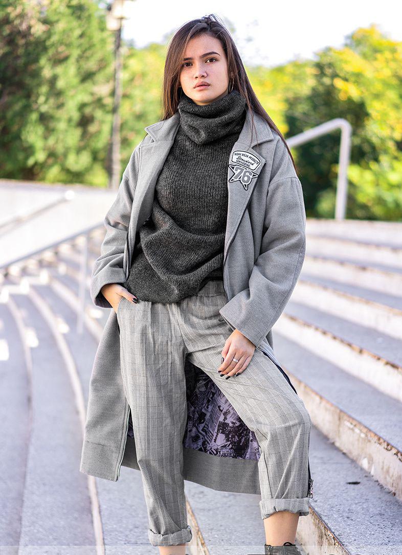 Молодежное женское пальто на молнии