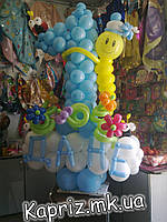 1 из шаров на основе с именем и забавной гусеничкой