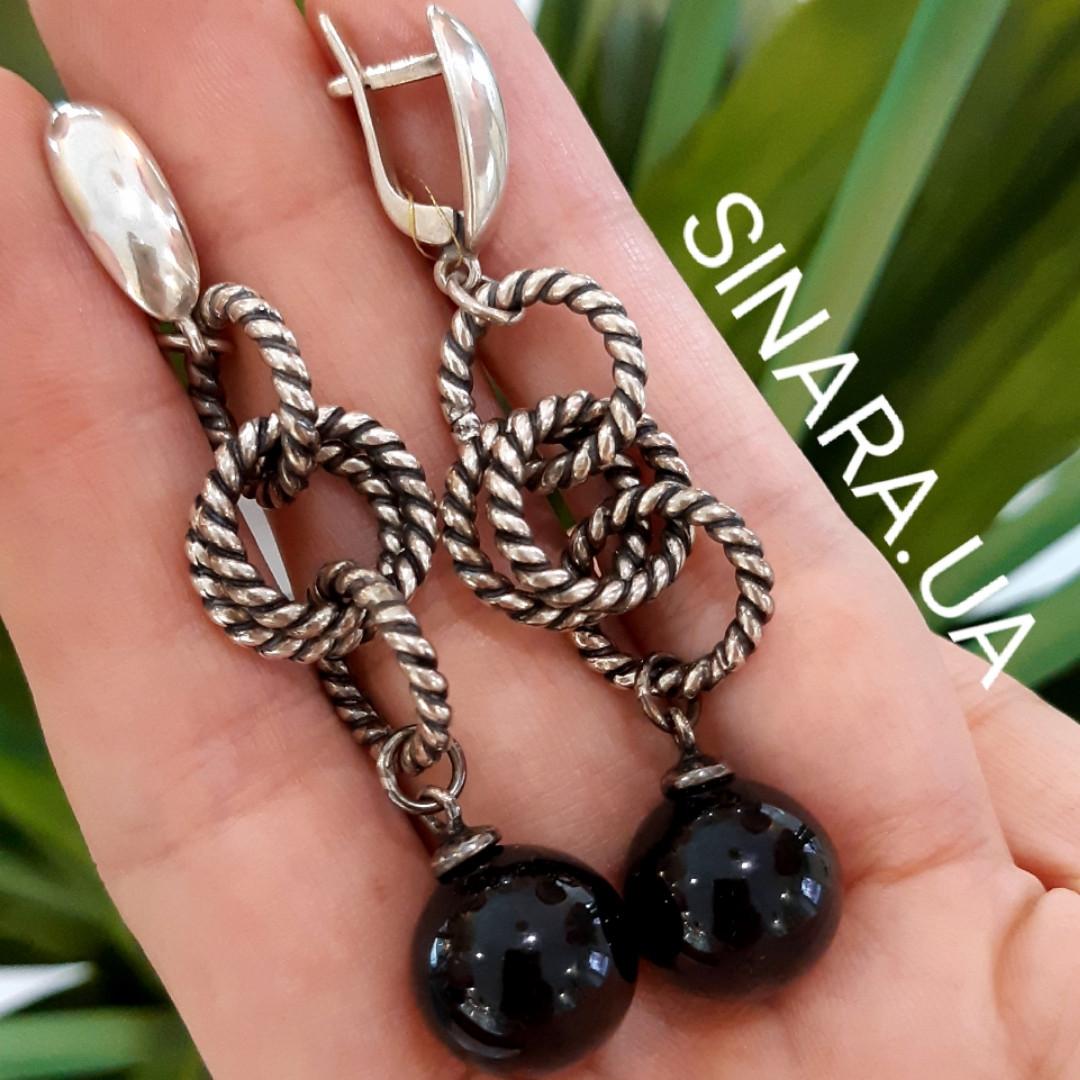 Стильні срібні сережки-підвіски з чорним перлами (імітація)