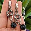 Стильні срібні сережки-підвіски з чорним перлами (імітація), фото 3