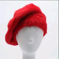 Зимний женский берет красного цвета