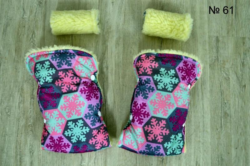 Зимние рукавички на меху для коляски и санок со снежинками