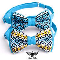 Патриотические галстуки-бабочки с вышивкой.