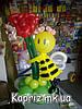 Пчелка с розами из шаров