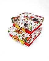 Маленькие квадратные новогодние подарочные коробки ручной работы в красно-белом тоне с собачками