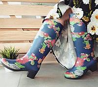 Женские резиновые сапожки в цветочный принт
