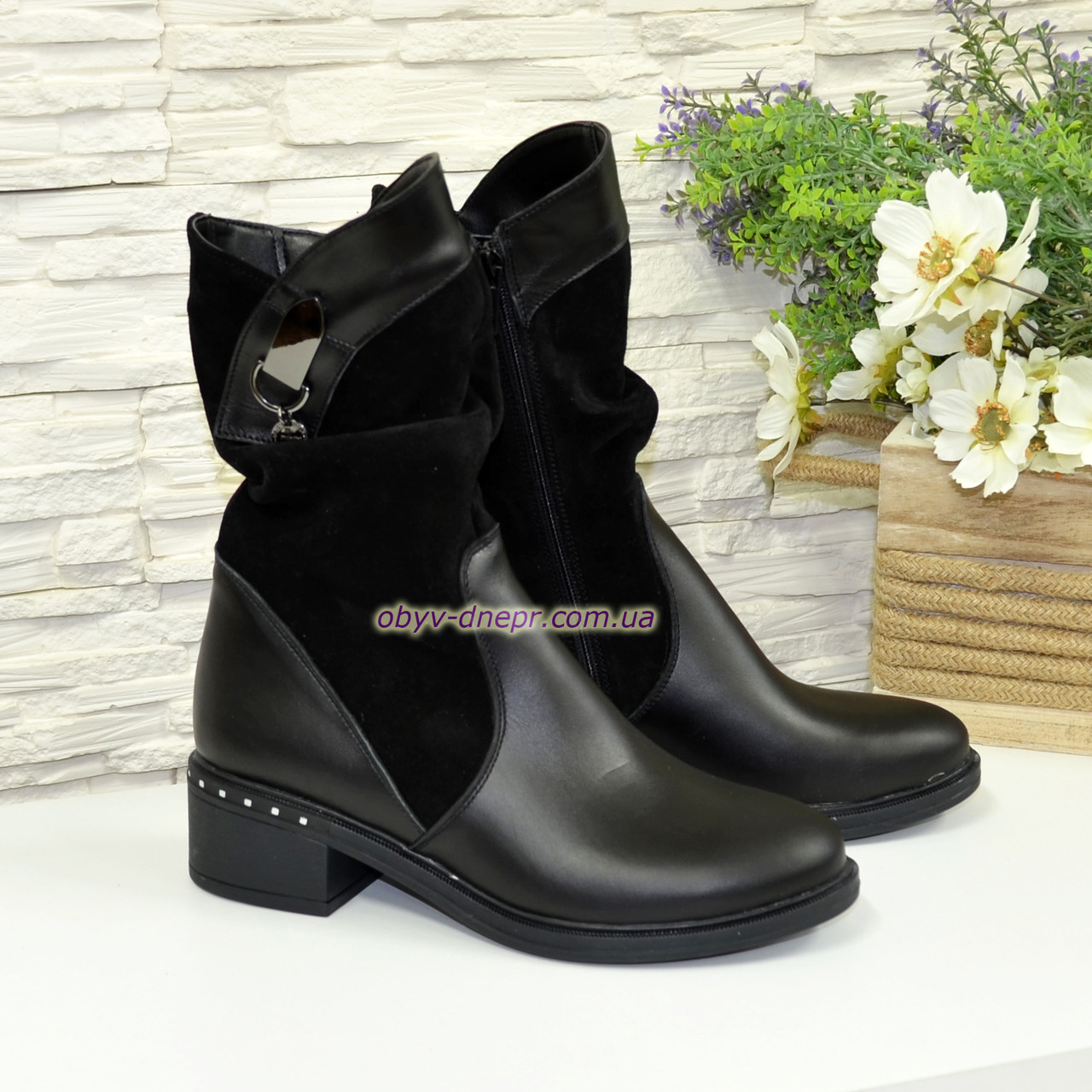 Женские демисезонные ботинки на невысоком каблуке классического пошива