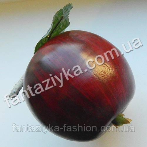 Яблоко темное крупное с листиком 8см, муляж