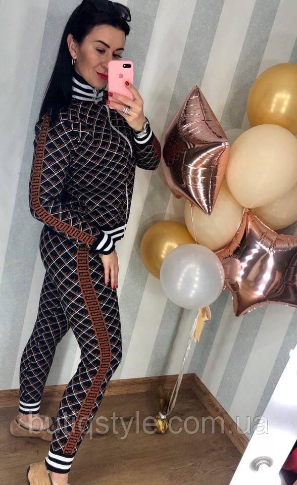 Жіночий в'язаний костюм, брюки і кофта на блискавці чорний в коричневій принт FF