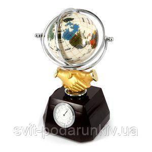 Сувенирный глобус с рукопожатием - фото