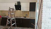 Установить вытяжку на кухню в Мариуполе. Вызвать мастера на дом по установке вытяжки Мариуполь..