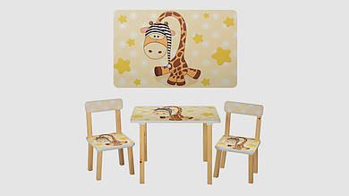 Столик деревянный и 2 стульчика. Принт бежевый жираф.
