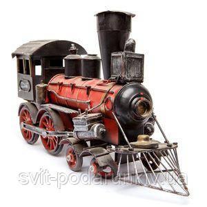 Модель старинного паровоза - фото