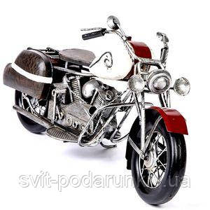Красная модель мотоцикла - фото
