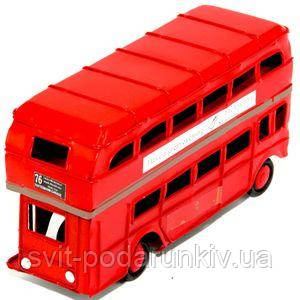 Красная модель автобуса - фото
