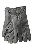 Зимние перчатки украшены строчкой