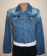 Стильный джинсовый пиджак со стразами