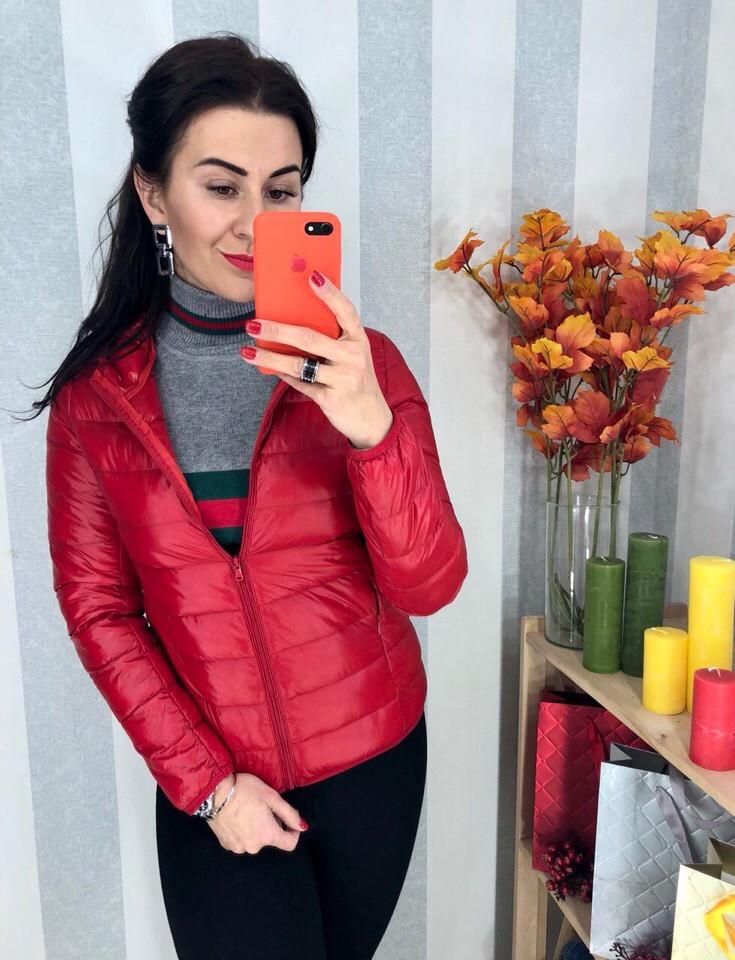 Женская красная курточка