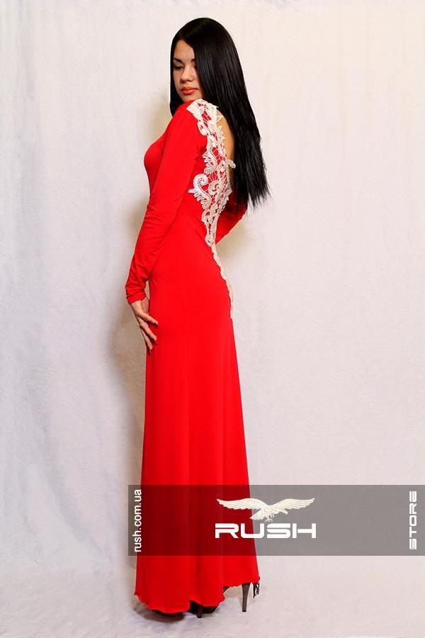 Длинное платье  с вырезом на спине и кружевом