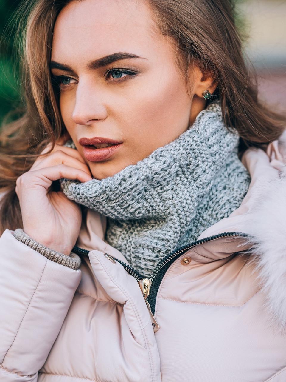 женский теплый вязаный шарф хомут серого цвета продажа цена в
