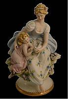 Мать и ребенок - фарфоровая статуэтка в гостиную