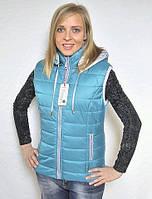 Женская жилетка с капьюшоном