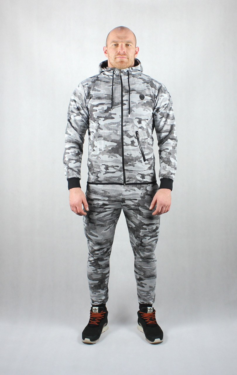 Камуфляжный мужской спортивный костюм
