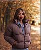 Короткая женская объемная куртка на молнии 70KU157