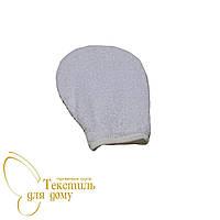 Варежка косметическая белая махровая с липучкой