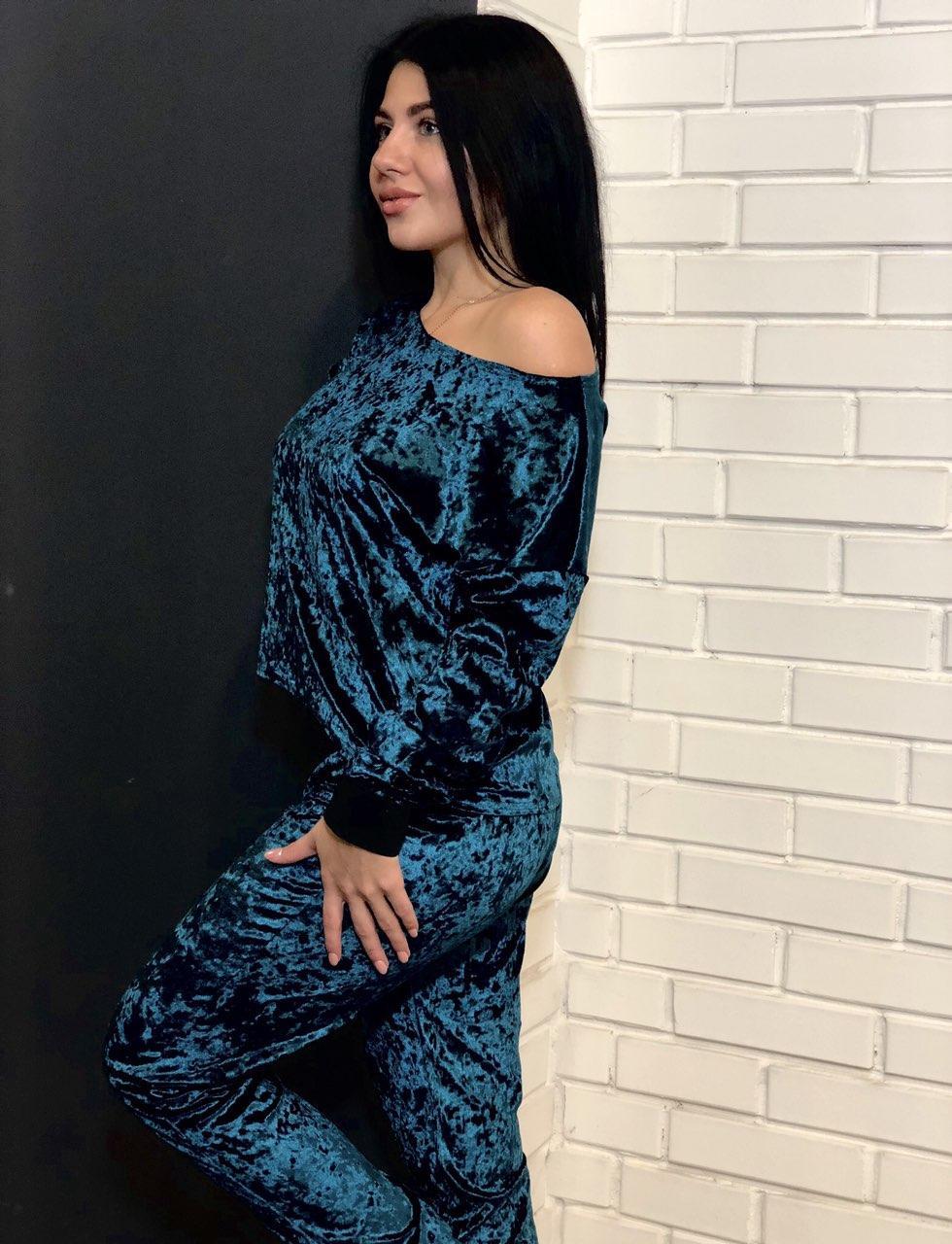 Велюровая кофта и штаны: домашний костюм изумрудного цвета