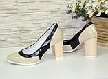 Женские туфли из натуральной лаковой кожи на высоком каблуке, цвет бежево-черные, фото 3