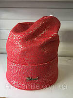 Вязаная  женская шапочка с серебристым накатом цвет коралловый