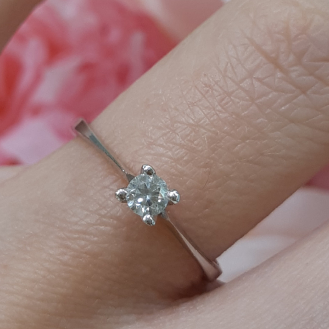 Кольцо из белого золота с бриллиантами 17 р. - Золотое кольцо с бриллиантом на предложение р.17