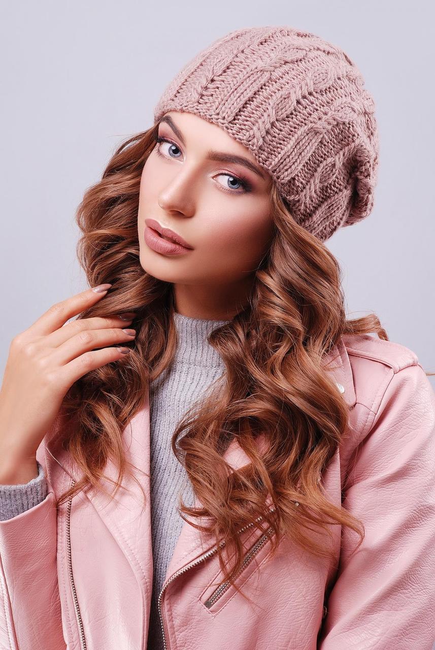 Стильная женская вязаная шапка бини с фактурными узорами цвет фрез