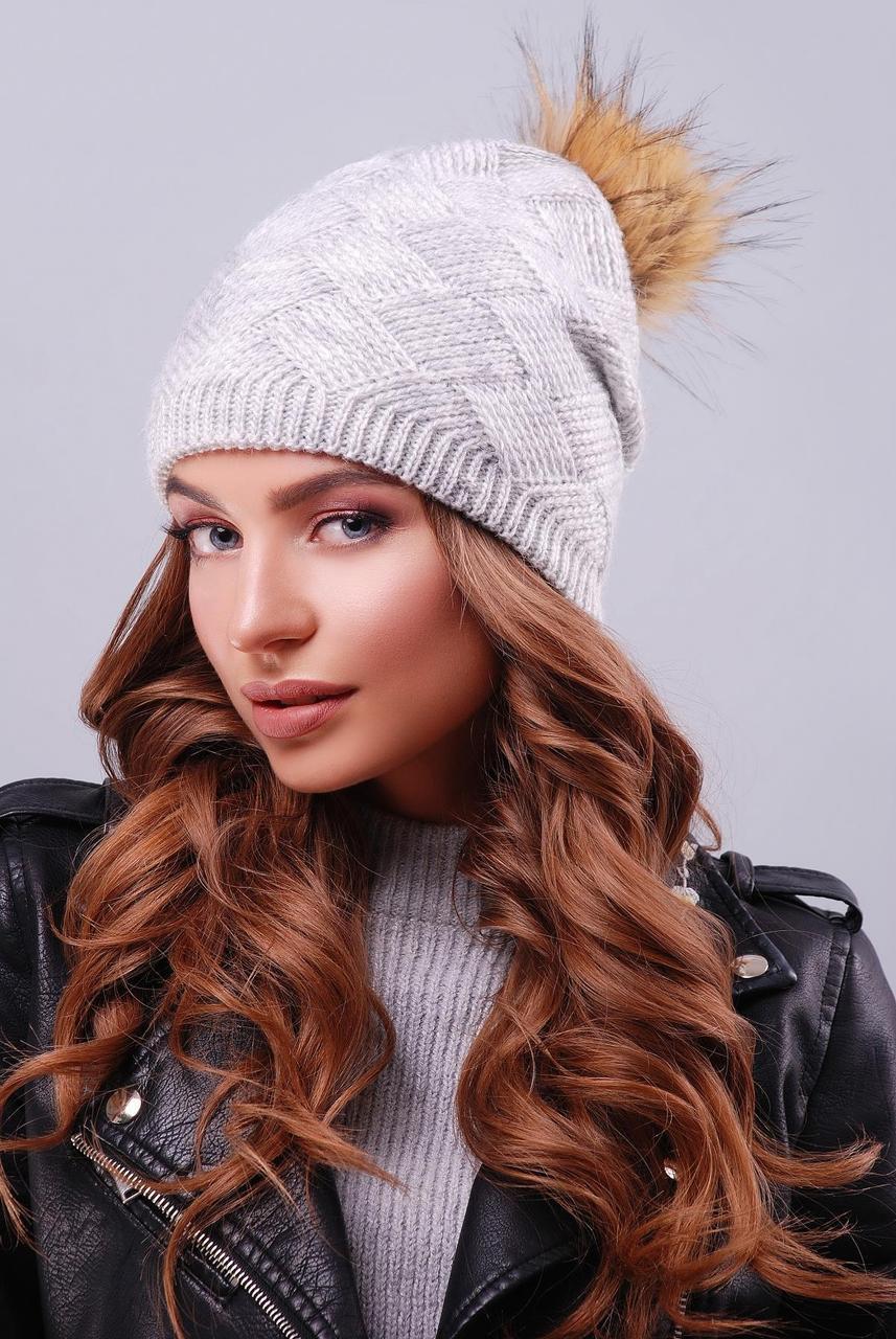 Молодежная вязаная женская шапка-чулок с пышным помпоном светло-серая