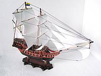 Деревянный макет корабля