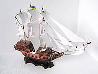 Корабль сувенирный с белыми парусами