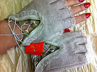 Кашемировые митенки с  кружевами на обрезанных пальчиках белые и беж