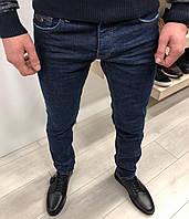 Джинсы мужские зауженные темно-синего цвета 68ff2530be075