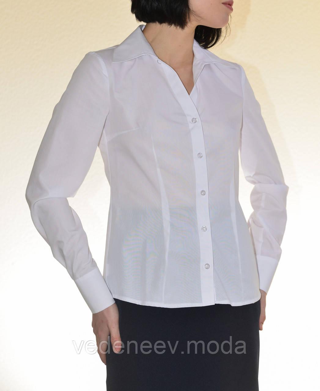 Блуза белая с V-образным вырезом